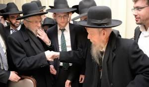 האחים בלחיצת יד