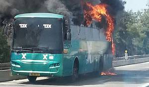 האוטובוס עולה בלהבות, הבוקר