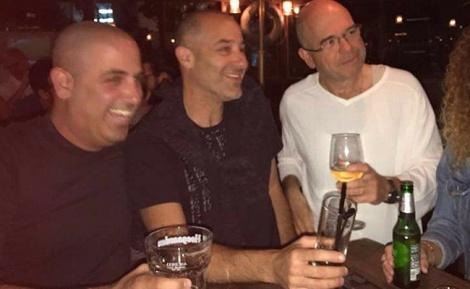 """ברוורמן עם כוס היין - חמץ בפסח? התמונה שהציתה סערה בפ""""ת"""