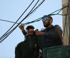 """בובת החייל החרדי בבית ישראל - מרוץ בובות: ה""""חייל"""" הורד - ואחר נתלה מיד"""