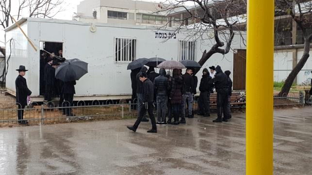 מתפללי בית הכנסת, הבוקר