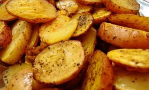 תפוחי אדמה ועגבניות צלויים בתנור