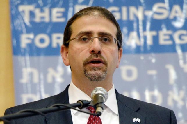 """שגריר ארה""""ב שפירו ביקש להישאר בישראל"""