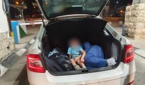 האם ובנה בן ה-3 התגלו בתא המטען ברכב