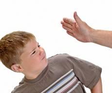 מחקרים: סטירות משפיעות לרעה על התנהגותם של ילדים