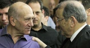 אולמרט בהכרעת הדין עם עורך דינו אלי זוהר