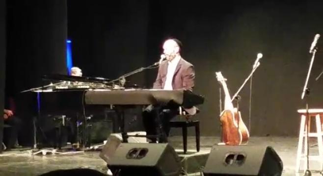 """הזמר יונתן רזאל בביצוע מיוחד  - """"גשם"""""""