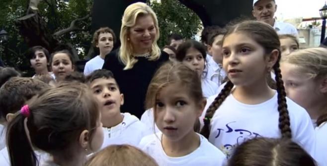ילדים חילונים שרו באידיש מול נתניהו • צפו