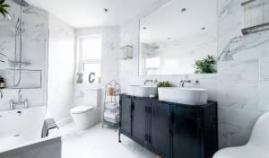טיפ להגדלת המראה של חדר האמבטיה
