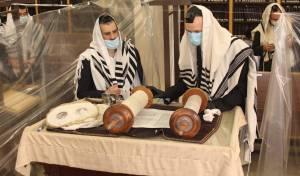 הפרדה בתוך בית הכנסת? רק 10 מתפללים