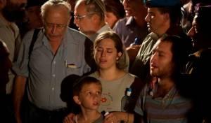 """בני המשפחה במסע הלוויה - רב""""ט נתנאל יהלומי הובא למנוחות"""