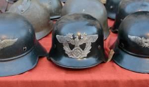 קסדות של הצבא הנאצי מוצבות למכירה