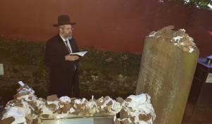 """הגר""""ד לאו ביקר בקברי הצדיקים בפרנקפורט"""