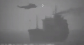 ממסוק: צבא איראן השתלט על מכלית נפט