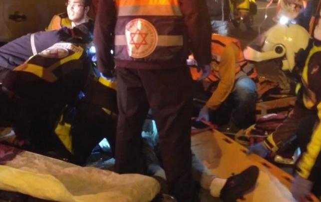 הפצוע מפונה מזירת התאונה הקשה