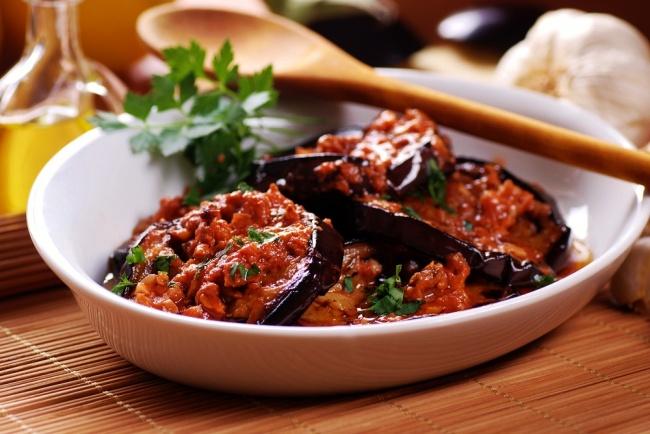 הכי טעים. חצילים ברוטב עגבניות