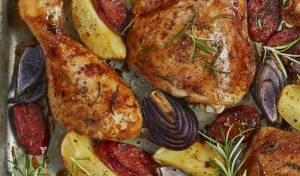 עוף אפוי עם תפוחי אדמה ונקניקיות צ'וריסו