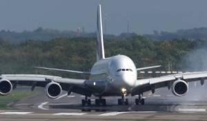 פחד: המטוס הענק החליק על המסלול • צפו