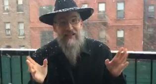 אברהם פריד עם 'אדרבה' תחת השלג • צפו