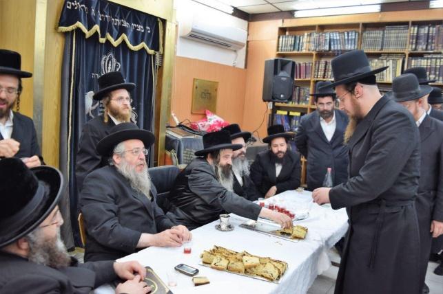 """האדמו""""ר מזוטשקא הגיע לחיפה, וחיזק את הבחורים"""