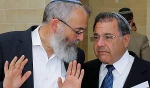 """הרבנים ריסקין וסתיו - """"הרבנים ריסקין וסתיו מנסים לפגוע בממסד ההלכתי בארה""""ב"""""""