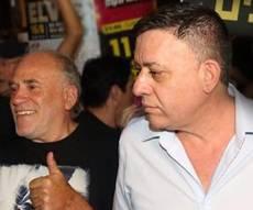 """גבאי בהפגנה הערב - אבי גבאי הפגין נגד היועמ""""ש - וספג מתקפה"""