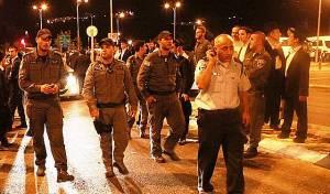 """שוטרים מחוץ ל""""הארנה"""", הלילה - ה""""עצרת"""": רבה של אור יהודה נעצר"""