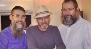 גייטס (במרכז) באולפן של אלי גרסטנר, בהקלטות האלבום באידיש של פריד