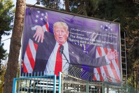 שלט באיראן נגד טראמפ