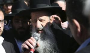 הגאון רבי בן ציון מוצפי במסע ההלוויה, היום - הרב מוצפי נפרד מזקן הרבנים רבי יהושע מאמאן