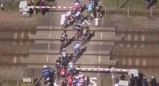 צפו: באמצע מרוץ האופניים - רכבת