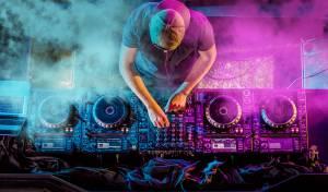 "DJ קראז ועקיבא המונד מארחים את אלי ווגל: ""עוד אבינו חי"""