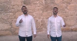 """אבירם ושמואל בקאבר לשיר """"עומד בשער"""""""