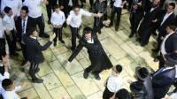 """אלפים רקדו במלווה מלכה בציון הרשב""""י • צפו"""