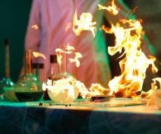 """אילוסטרציה - פיצוץ במעבדת כימיה באוניברסיטת ת""""א"""