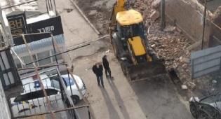 ניידת משטרה באתר הבנייה
