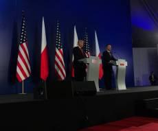 """טראמפ במסיבת העיתונאים בפולין - טראמפ: """"נתמודד עם צפון קוריאה בעוצמה"""""""