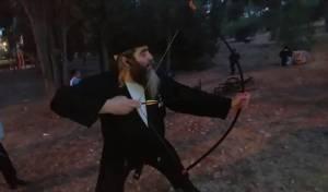 הנינג'ה החרדי מלמד איך לירות בחץ וקשת