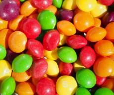 הכל בראש - הסוד הצבעוני של סוכריות סקיטלס נחשף