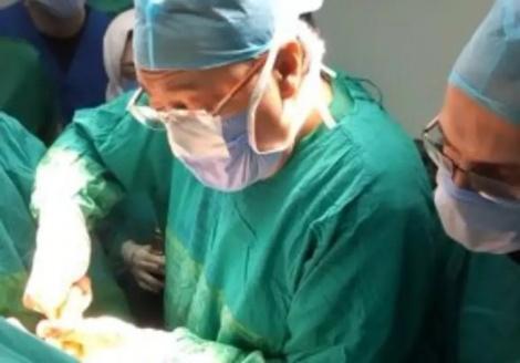 שר הבריאות בניתוח - שר הבריאות ניתח פצועה מפיגוע של דאעש