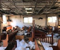 """בית הכנסת לאחר השריפה - בית הכנסת עלה באש; """"זה שבר על שבר"""""""