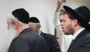 """""""פושע"""": נציג 'הפלג' הסתער על ראש העיר בצעקות • צפו"""