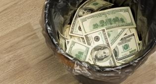 כסף מתבזבז. אילוסטרציה