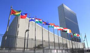"""בניין האו""""ם - אונר""""א מאיימת: הקיצוץ יפגע בביטחון באזור"""