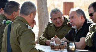 הסיור של ליברמן - ליברמן בגבול: חמאס חטף מכה וחזר למלונה