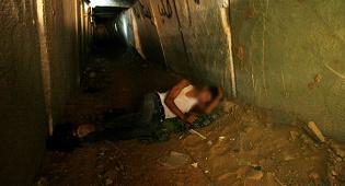 ארכיון - 21 עזתים נקברו למוות במנהרות החמאס