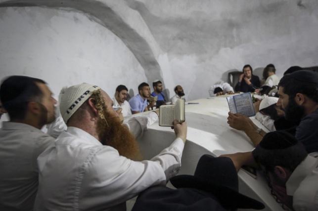 מתפללים בקבר יהושע בן נון, ארכיון