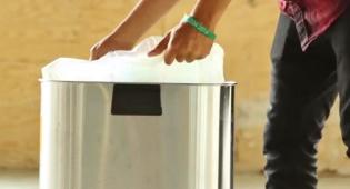דרך פשוטה לשלוף בקלות את שקית האשפה