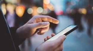 ההרגל שמשגע את בן הזוג שלכם: התעלמות מהודעות טקסט