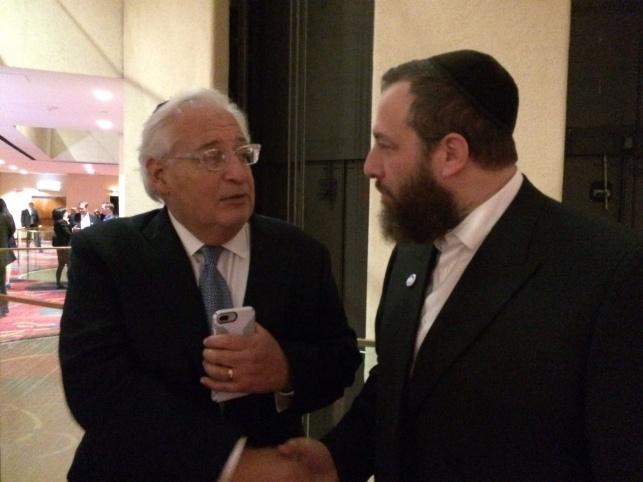 השגריר החדש דייויד פרידמן, משמאל